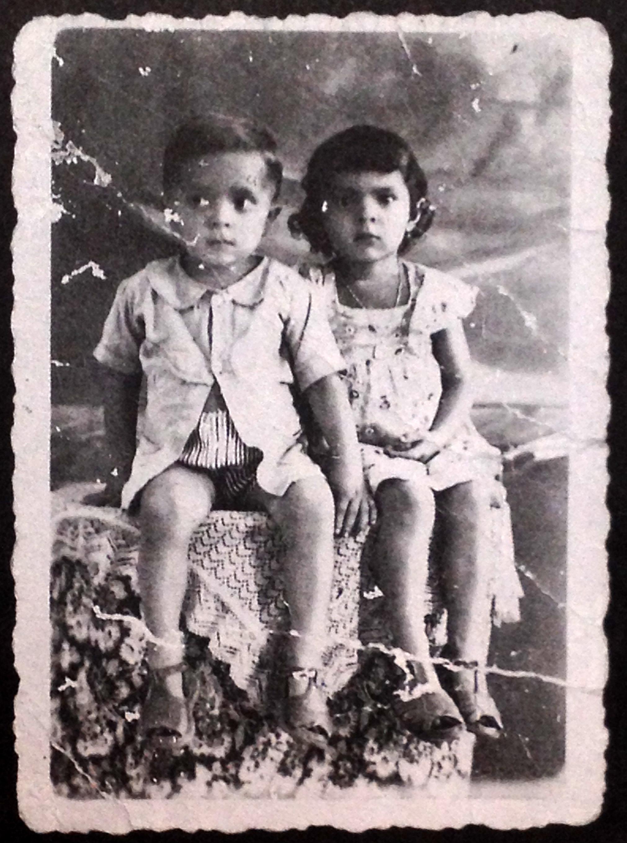 1949, retrato com irma Garanhuns.