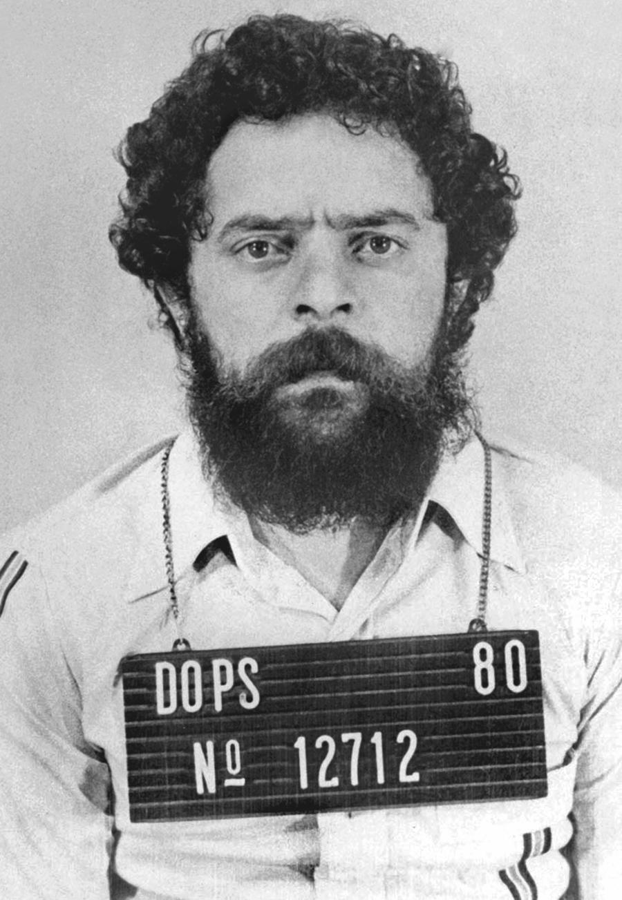 1980, Lula fichado no DOPS.