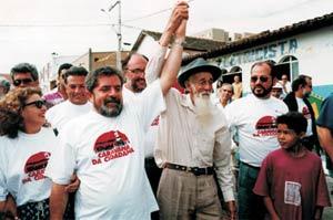 Lula ao lado de Manuel Nardi, o Manuelzão, durante passagem da Caravana da Cidadania pela bacia do São Francisco, em 1994.